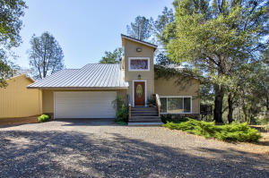 19053 Hollow Ln, Redding, CA 96003