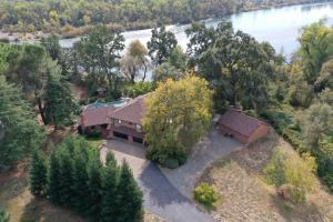 21125 River Bluff Dr, Anderson, Ca 96007