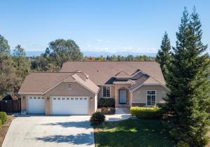 4637 Nantucket Dr, Redding, CA 96001