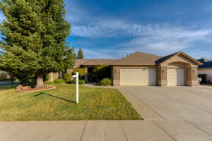 2814 Madison River Dr, Redding, CA 96002