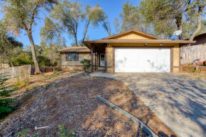 3434 Odin Ct, Redding, CA 96002