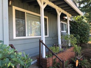 1431 Oakdale Ln, Redding, CA 96002