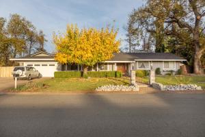 6953 Tucker Ln, Redding, CA 96002