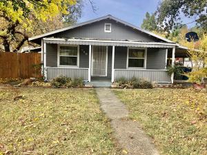 560 Loma St, Redding, CA 96003