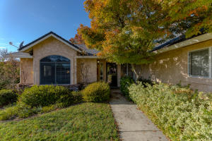 3074 Wandsworth Dr, Shasta Lake, CA 96019