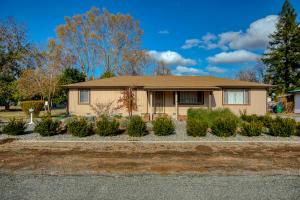 3285 W Bailey Dr, Anderson, CA 96007