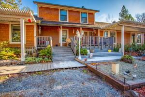 16211 Buzzard Roost Rd, Bella Vista, CA 96008