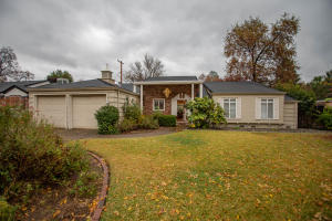 2215 Canal Dr, Redding, CA 96001