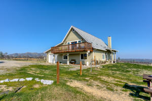 14388 Cloverdale Rd, Anderson, CA 96007