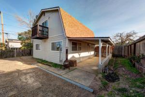 1803 Pleasant St, Redding, CA 96001