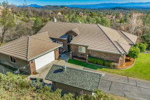 15433 Mountain Shadows Dr, Redding, CA 96001