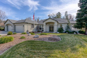 3061 Madison River Dr, Redding, CA 96002