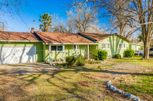 19710 Oak Ln, Cottonwood, CA 96022