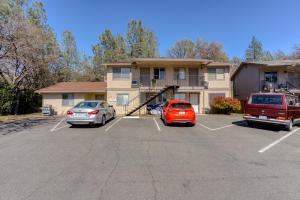 200 Boulder Creek Dr, Redding, CA 96003
