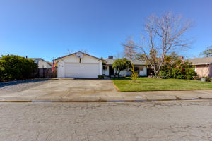 185 Woodhill Dr, Redding, CA 96003