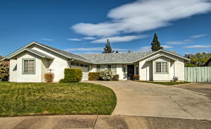 629 St Thomas Pkwy, Redding, CA 96003