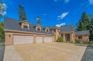 8233 Muscat Ct, Redding, CA 96001