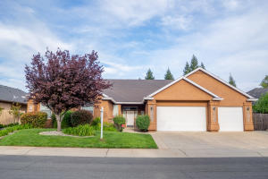 4497 Yellowstone Dr, Redding, CA 96002