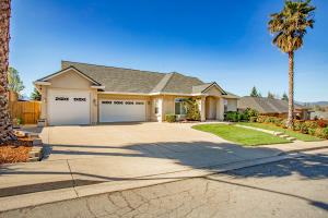 558 Fair Hill Dr, Redding, CA 96003