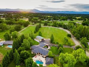 10 acre estate