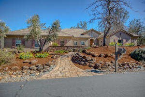 Custom build property on approx. one acre in the beautiful community of Tierra Oaks.