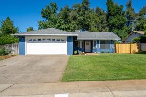 3323 Flintwood Way, Redding, CA 96002