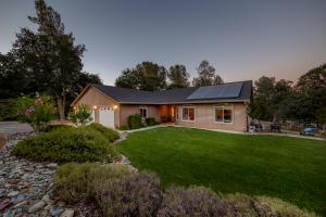 9635 Old Oregon Trl, Redding, CA 96003