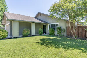 2939 Dove St, Redding, CA 96001