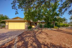 10546 Green Oaks Ln, Redding, CA 96003