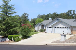 11458 Rugby Hill Dr., Redding, CA 96003