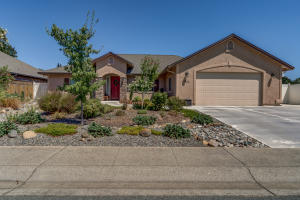 1327 Spanish Bay Dr, Redding, CA 96003