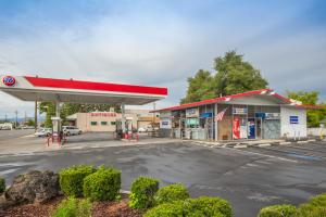 482 E Cypress Ave, Redding, CA 96002