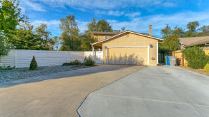 1811 Pineland Ct, Redding, CA 96002