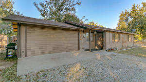 4434 E Bonnyview Rd, Redding, CA 96001