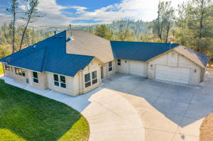 15185 Diggins Way, Redding, CA 96001