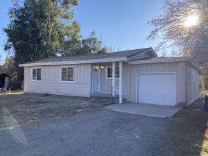 19800 Breckenridge Ln, Anderson, CA 96007