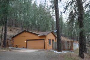 19520 Fawn Rd, Lakehead, CA 96051