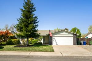 3132 Seminole Dr, Redding, CA 96001