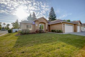 3521 Laramie St, Redding, CA 96002