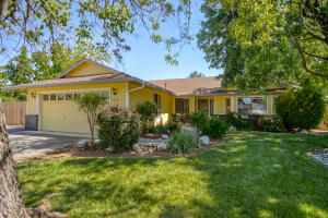 1645 Canter Ct, Redding, CA 96002