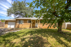 1866 Wheeler St, Redding, CA 96002