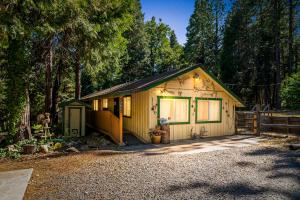 14934 Phillips Rd, Oak Run, CA 96069