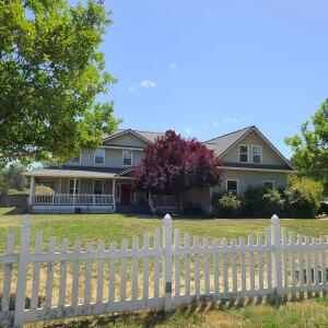 20029 College View Dr, Redding, CA 96003