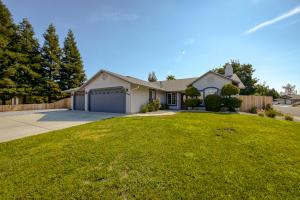 3985 Meadow Oak Way, Redding, CA 96002