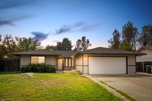 3663 Lake Forest Dr, Redding, CA 96003