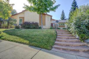 3115 Sierra Madre Dr, Redding, CA 96002