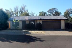 1833 Cedarwood Dr, Redding, CA 96002