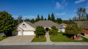 3294 Misty Glen Dr, Redding, CA 96001