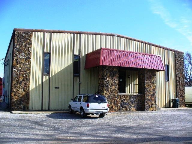 1075 East Highland Street, Aurora, Missouri 65605