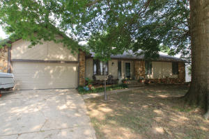 934 East Manchester Drive, Springfield, MO 65810